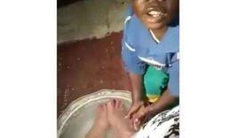 أشغال شاقة مؤقتة.. عقوبات محتملة لسيدة أجبرت طفلين على غسل قدميها