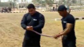 أول فيديو للشهيد العقيد عمرو عبدالمنعم: يأكل ثعبان أثناء التدريبات