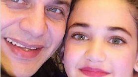 مصدر مقرب من مصطفى قمر يكشف حقيقة الطفلة «جودي»