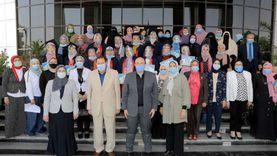 """محافظ بني سويف يكرم 15 طالبة من متفوقات الثانوية باحتفالية """"قومي المرأة"""""""