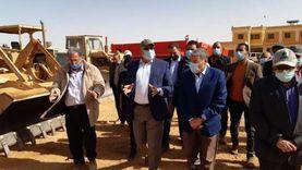 وزير الزراعة ومحافظ المنيا يتفقدان مشروع استزراع 20 ألف فدان