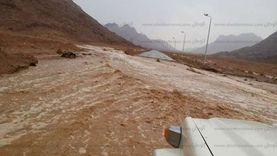 """عاجل.. غلق طريق """"الشيخ فضل - رأس غارب"""" بالمنيا لهطول سيول"""