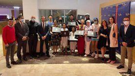 «تنسيقية الشباب» تودع الأمريكية «جلوريا» بعد تحقيق حلمها بزيارة مصر