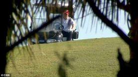 «ملجأ بعد الهزائم الكبرى».. ترامب يلعب الجولف في أول ظهور (فيديو)