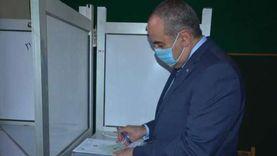 وزير الطيران يدلي بصوته في انتخابات الشيوخ بمصر الجديدة