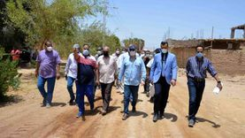 محافظ الأقصر يتابع نسب تنفيذ مشروعات مبادرة «حياة كريمة»