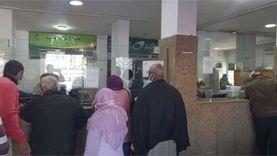 توافد المواطنين بمكتب بريد المنصورة لصرف مستحقات العمالة الغير منتظمة