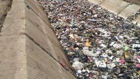 عاجل.. «الري» تزيل تراكمات القمامة بترعة العزيزية