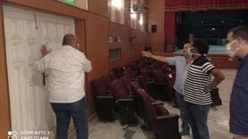 صور.. رئيس هيئة قصور الثقافة يتفقد صيانة مسرح قصر مطروح
