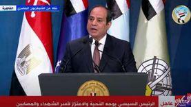 السيسي يحيي أهالي الشهداء: أنتم في قلب وعقل الدولة المصرية