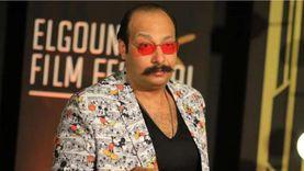 """محمد ثروت يظهر على الريد كاربت في مهرجان الجونة بـ""""جاكيت ميكي ماوس"""""""