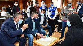 محافظ الفيوم يلتقي عددًا من المواطنين لبحث مطالبهم بمركز إطسا