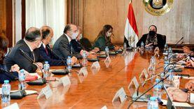 وزيرة التجارة تبحث مع رؤساء المجالس التصديرية مساندة الصادرات ورد الأعباء