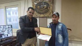 """""""حسان"""" رفض المكافأة المالية بعد رد 100 ألف جنيه ووافق على التكريم"""