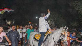 مرشح برلماني يرقص على الحصان للتروّيج لرمزه الانتخابي في دعاية النواب