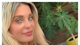 المطربة دومينك حوراني: المنزل وقع علينا في انفجار بيروت وأنا وبنتي بخير