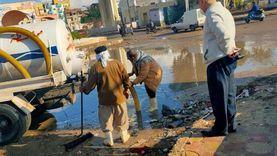 صور.. الوحدة المحلية برأس البر تواصل رفع مياه الأمطار من الشوارع