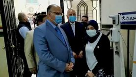 محافظ القاهرة يتفقد سير العمل بالمركز التكنولوجي لخدمه المواطنين