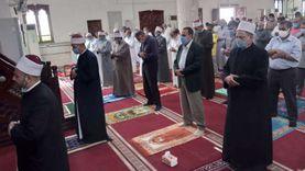 محافظ شمال سيناء يؤدي صلاة الجمعة بمسجد النصر في العريش