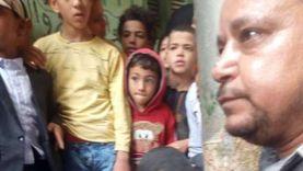 علقة ساخنة لشاب حاول اغتصاب طفلة بالقليوبية وتسليمه للشرطة