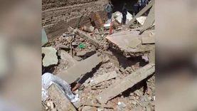 أولى مشاهد انهيار منزل بسوهاج.. وجهود لاستخراج 10 أشخاص من تحت الأنقاض