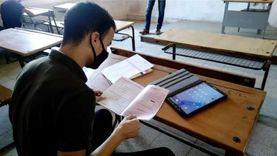 طلاب الثانوية العامة يؤدون امتحان التاريخ التجريبي وسط إجراءات وقائية