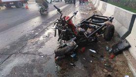 مصرع وإصابة 4 في تصادم موتوسيكل بسيارة نقل بالبحيرة