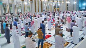 أداء صلاة التراويح بالمسجد الحرام في أول ليالي شهر رمضان «صور»