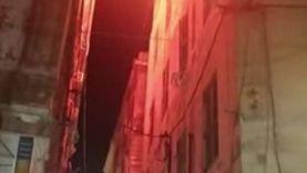 حريق يلتهم محتويات غرفة أعلى سطح عمارة بالإسكندرية (فيديو)