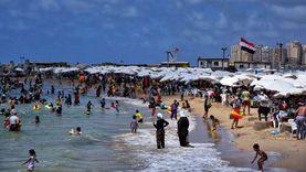 شواطئ العجمي في الإسكندرية الأكثر إقبالا وغرقا بالموسم