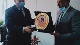 محافظ القاهرة يجتمع بمجلس إدارة هيئة نظافة وتجميل القاهرة