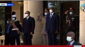 بث مباشر.. الرئيس يستعرض حرس الشرف فور وصوله إلى الخرطوم