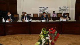 وزير الإسكان يستعرض بدائل تطوير المناطق غير المخططة بالقاهرة والجيزة