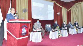 """بمسافات آمان وكمامات.. رئيس جامعة كفر الشيخ يلتقي الطلاب """"الجدد"""""""