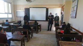 رئيس مدينة سفاجا تتفقد لجان الامتحانات في المدارس.. «صور»