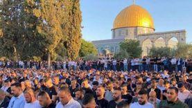 100 ألف فلسطيني يؤدون صلاة عيد الفطر في المسجد الأقصى (صور)