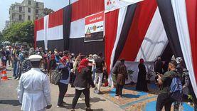 رجل سبعيني يدعو المواطنين للتصويت أمام لجنة انتخابية: هنقف جنب بلدنا