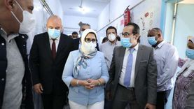 وزيرة الصحة توجه بإنهاء أعمال تطوير مستشفى صدر قنا خلال شهر