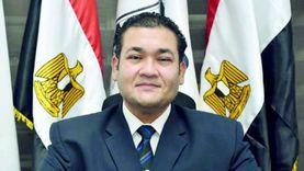 محمد عمارة يدلي بصوته في مدرسة حسام الدين بالهرم