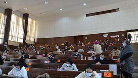 طلاب جامعة الإسكندرية يؤدون الامتحانات بإجراءات مشددة (صور)