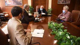 محافظ بورسعيد يتابع سير العمل بعدد من مشروعات الطرق