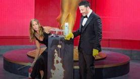 خوفا من كورونا.. مُقدم حفل Emmy Awards يشعل المسرح بالكحول