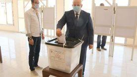 رئيس جامعة القاهرة يُدلي بصوته في انتخابات مجلس الشيوخ