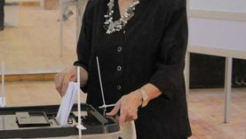 ميرفت التلاوي تدلي بصوتها في انتخابات الشيوخ بالزمالك