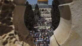 الآلاف يؤدون أول صلاة جمعة في رمضان بالأقصى وسط تشديدات الاحتلال «صور»