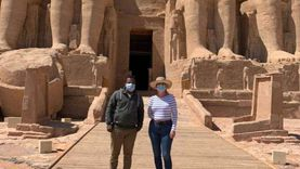 سفيرة كوبا بالقاهرة تزور معابد أبوسمبل فى جولة سياحية رفقة زوجها