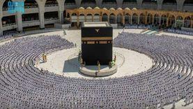 المصلون يؤدون أول صلاة جمعة بالمسجد الحرام دون تباعد «صور»