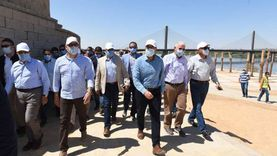 رئيس الوزراء يتفقد محور كلابشة وأعمال ازدواج طريق القاهرة - أسوان الصحراوي الغربي
