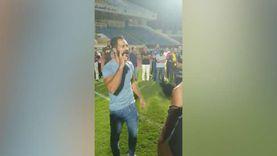 حسني عبدربه يظهر في ملعب الإسماعيلي بعد أزمة منعه من حضور المباريات