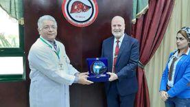 مؤسس مستشفى الكبد المصري بالدقهلية يتسلم جائزة درع هيئة آل مكتوم الخيرية